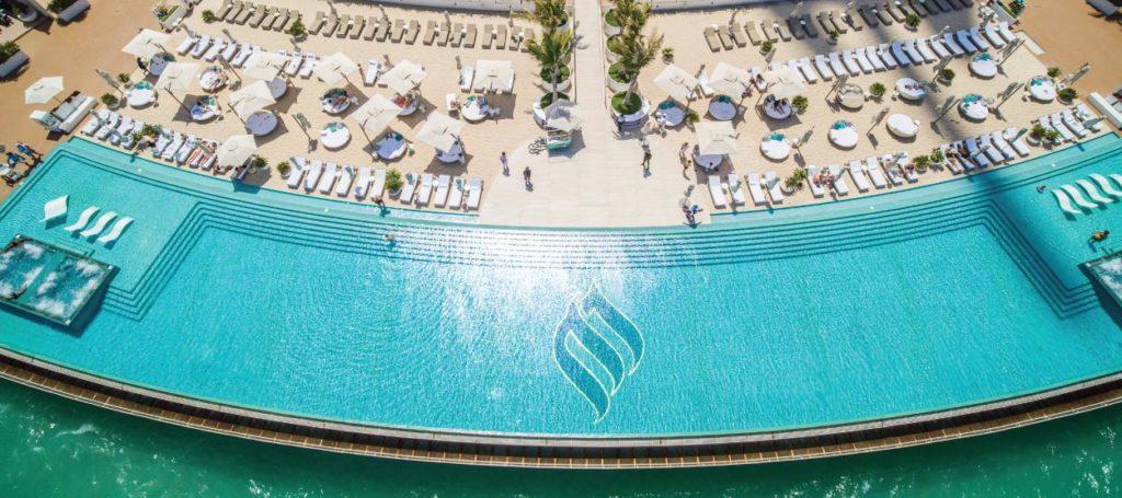 outside-the-Burj-Al-Arab-hotel-dubai-daily-tours